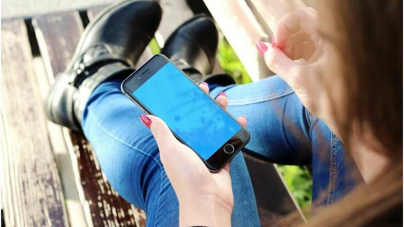 Almost 40% of university students surveyed are addicted to their phones